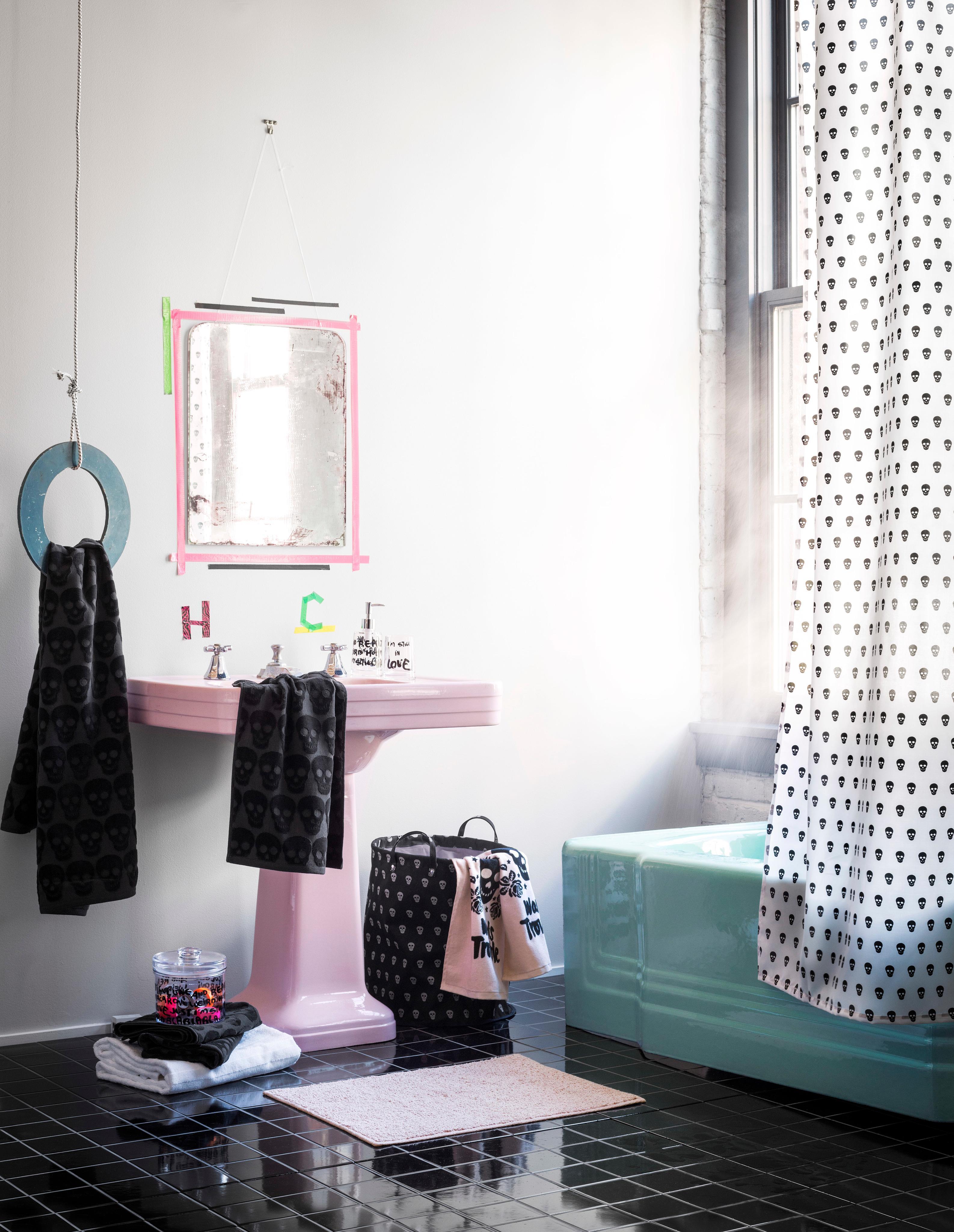 Wandgestaltung Mit Masking Tape #fliesen #duschvorhang #spiegel #waschbecken  #vorhang #wandspiegel