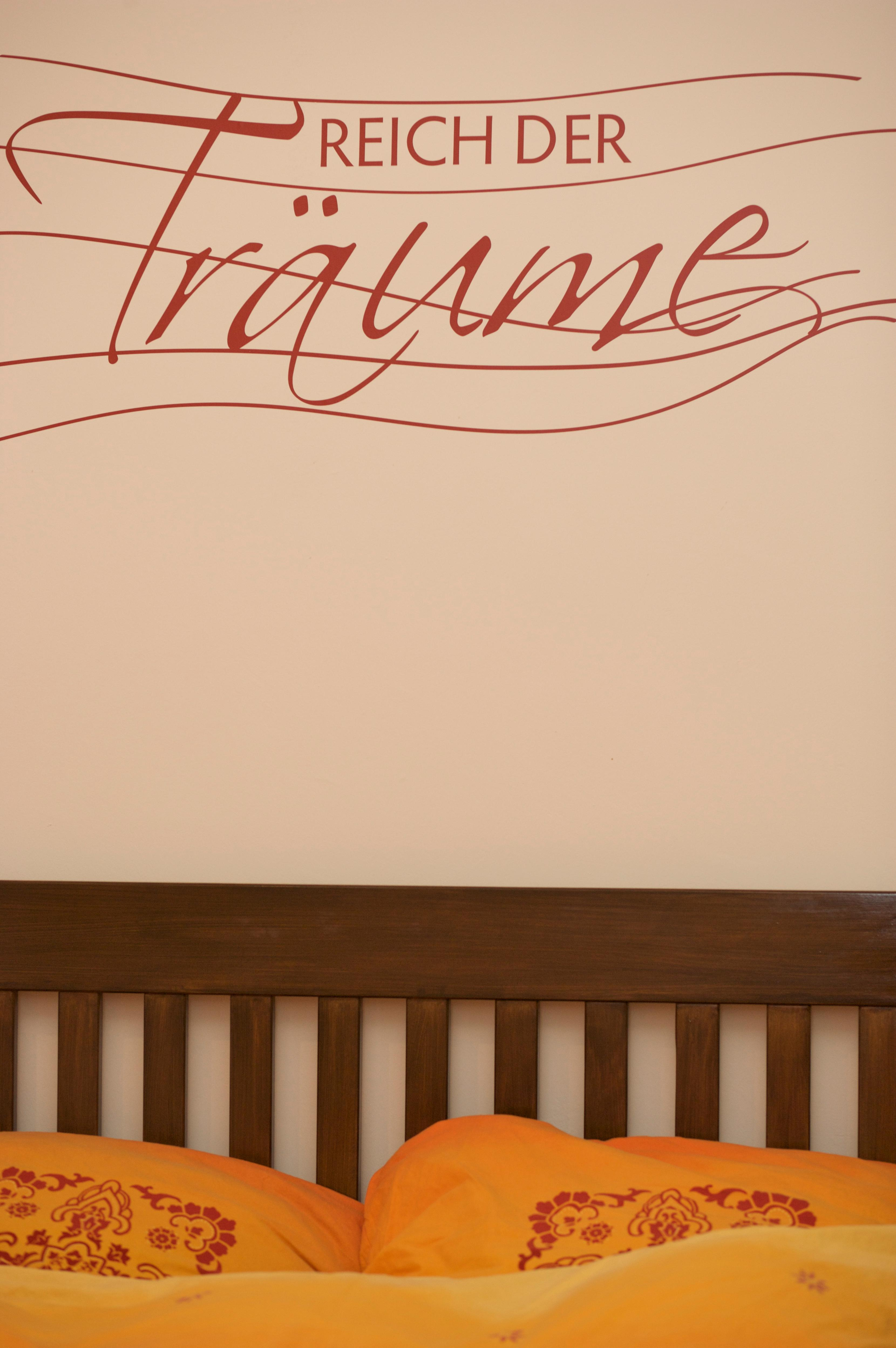 wandgestaltung schlafzimmer bett tapeten f r schlafzimmer kaufen modern holz flamingo. Black Bedroom Furniture Sets. Home Design Ideas
