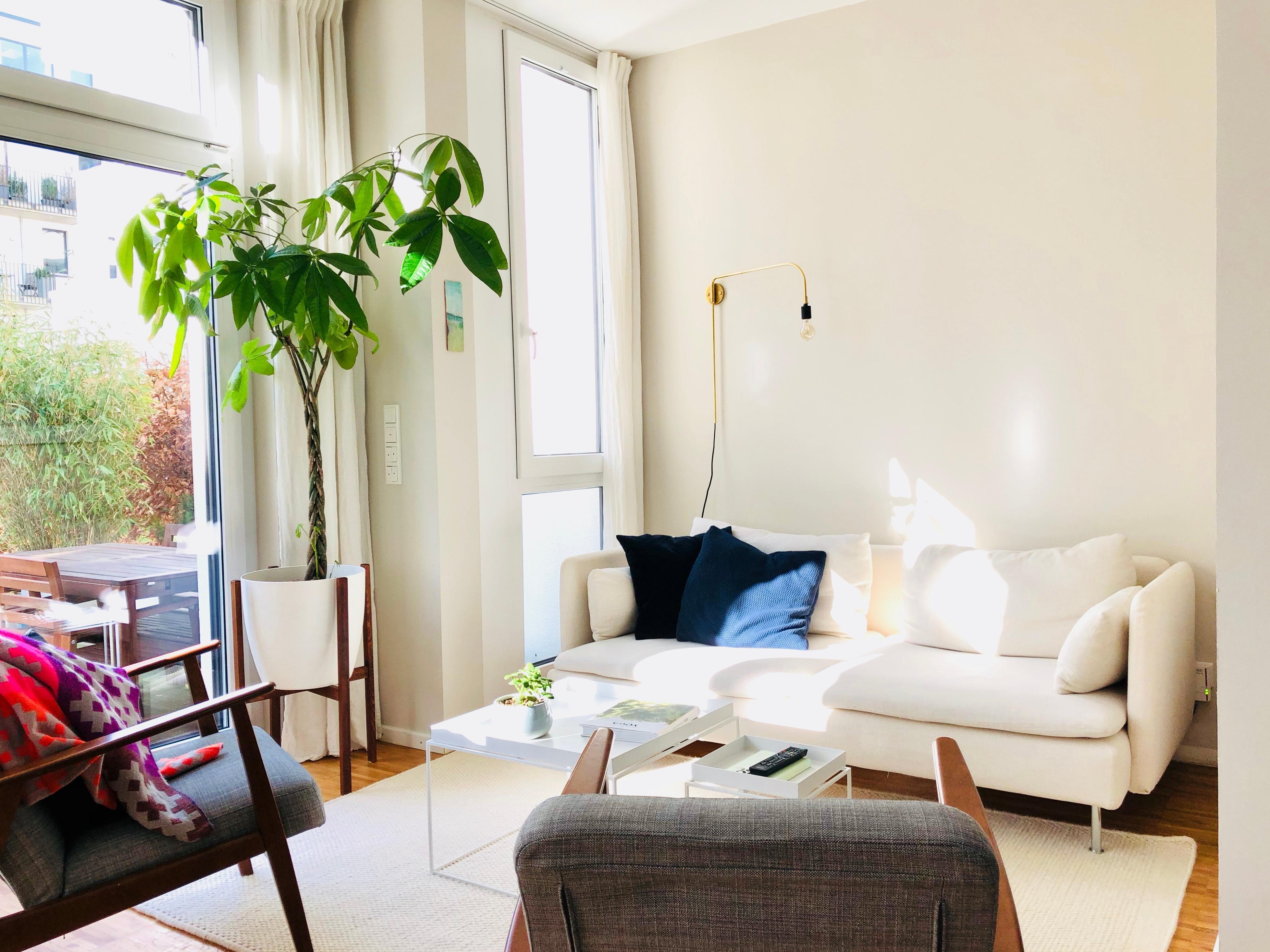 GroBartig #Wohnzimmer #Wandgestaltung #Wandlampe #easychair