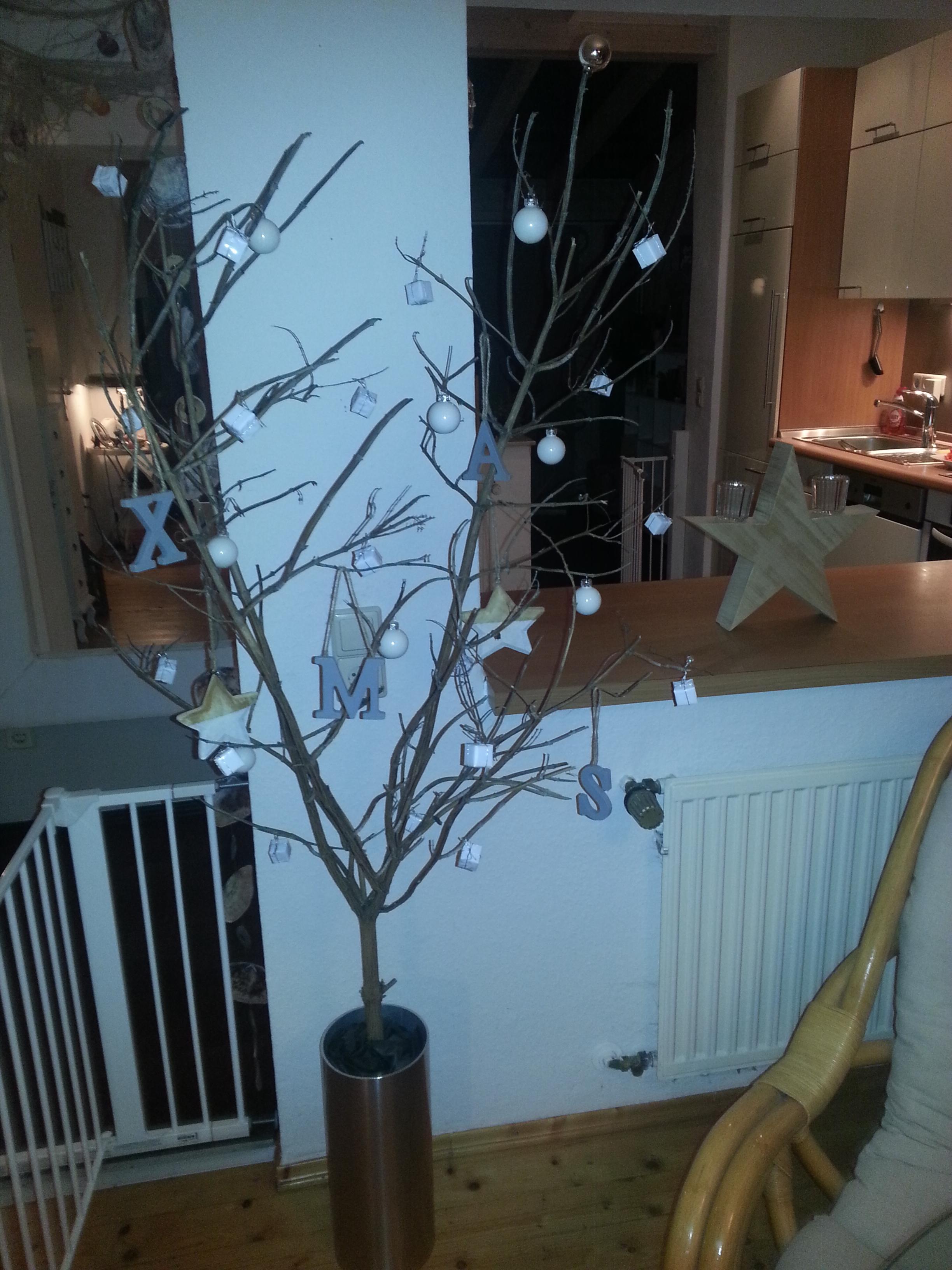 weihnachtsbaum mal anders minimalistisch anneken14. Black Bedroom Furniture Sets. Home Design Ideas