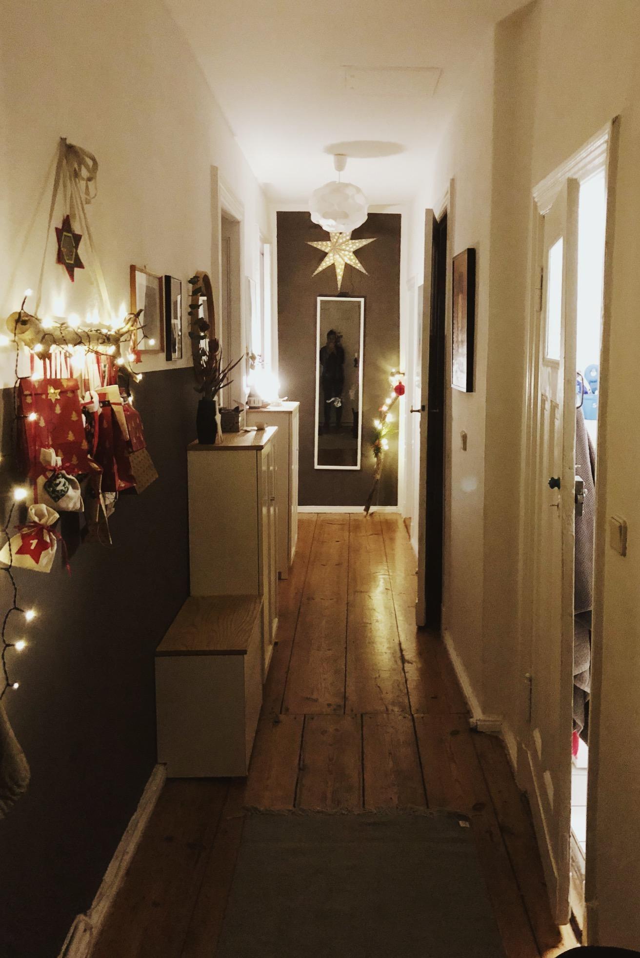 weihnachtsdeko im flur mir pers nlich zu viel aber. Black Bedroom Furniture Sets. Home Design Ideas