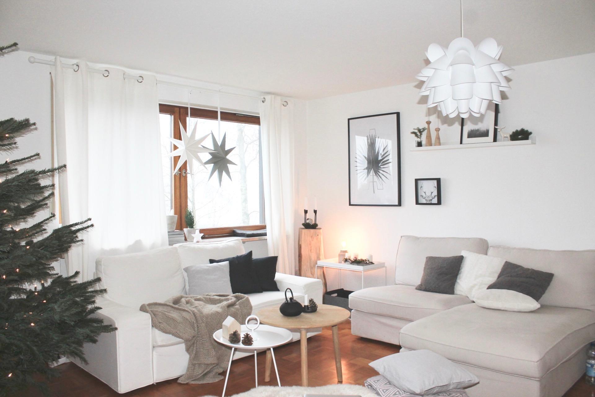 weihnachtswohnzimmer #wohnzimmer #kissen #kerzenstän • couchstyle, Wohnzimmer