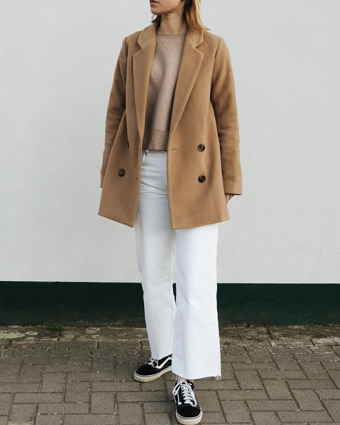 Weiße cropped jeans & camel Blazer 🗯️🐪 #whitedenim #fashion #blazer #neutrals #fashioncrush