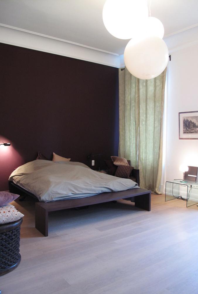 Weiße Kugelleuchten Im Schlafzimmer #beistelltisch ©scout For Location