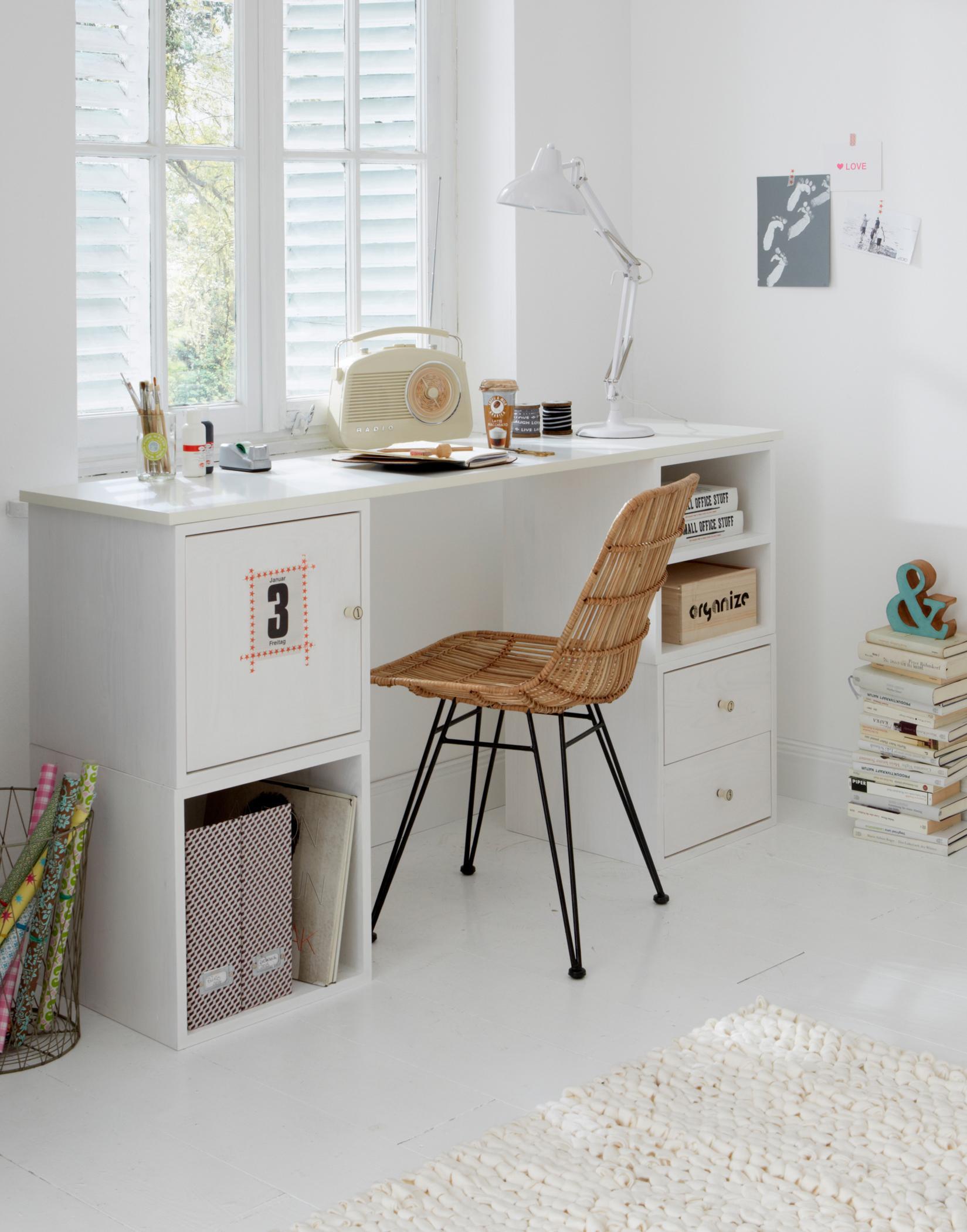 Weißer Schreibtisch Mit Korbstuhl Schreibtisch Pap