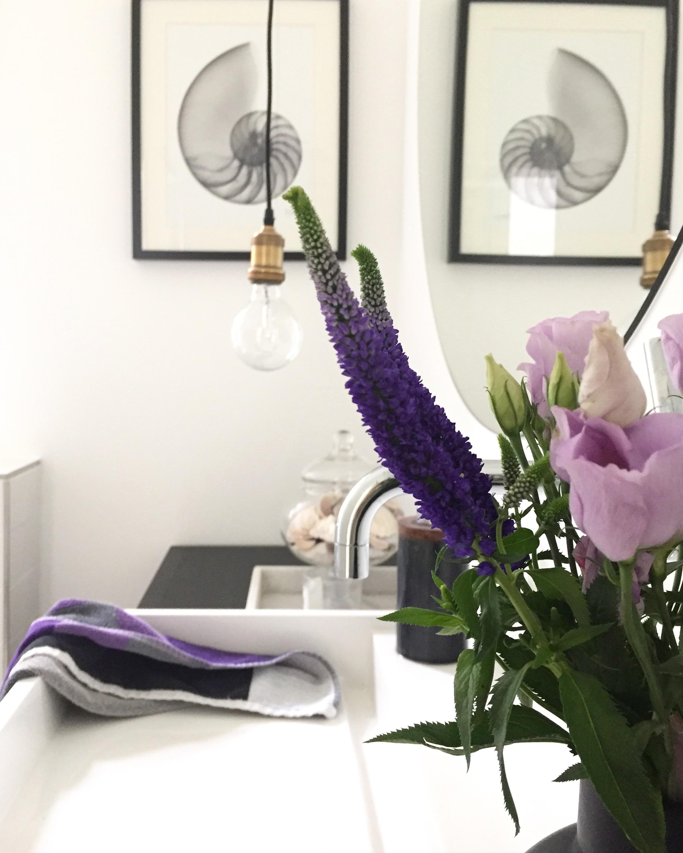 Wenn die Blumen zum Handtuch passen #couchstyle #bad...