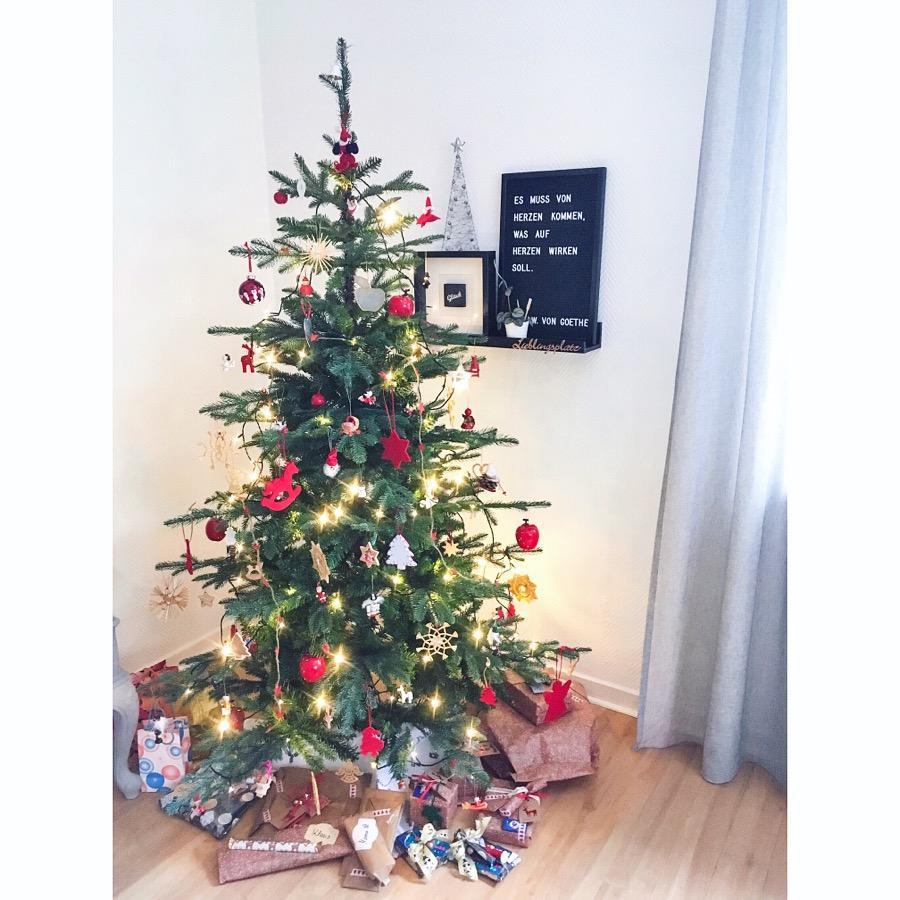 Warum Schmückt Man Den Weihnachtsbaum.Wenn Man Den Weihnachtsbaum Schmückt Und Das Herz S