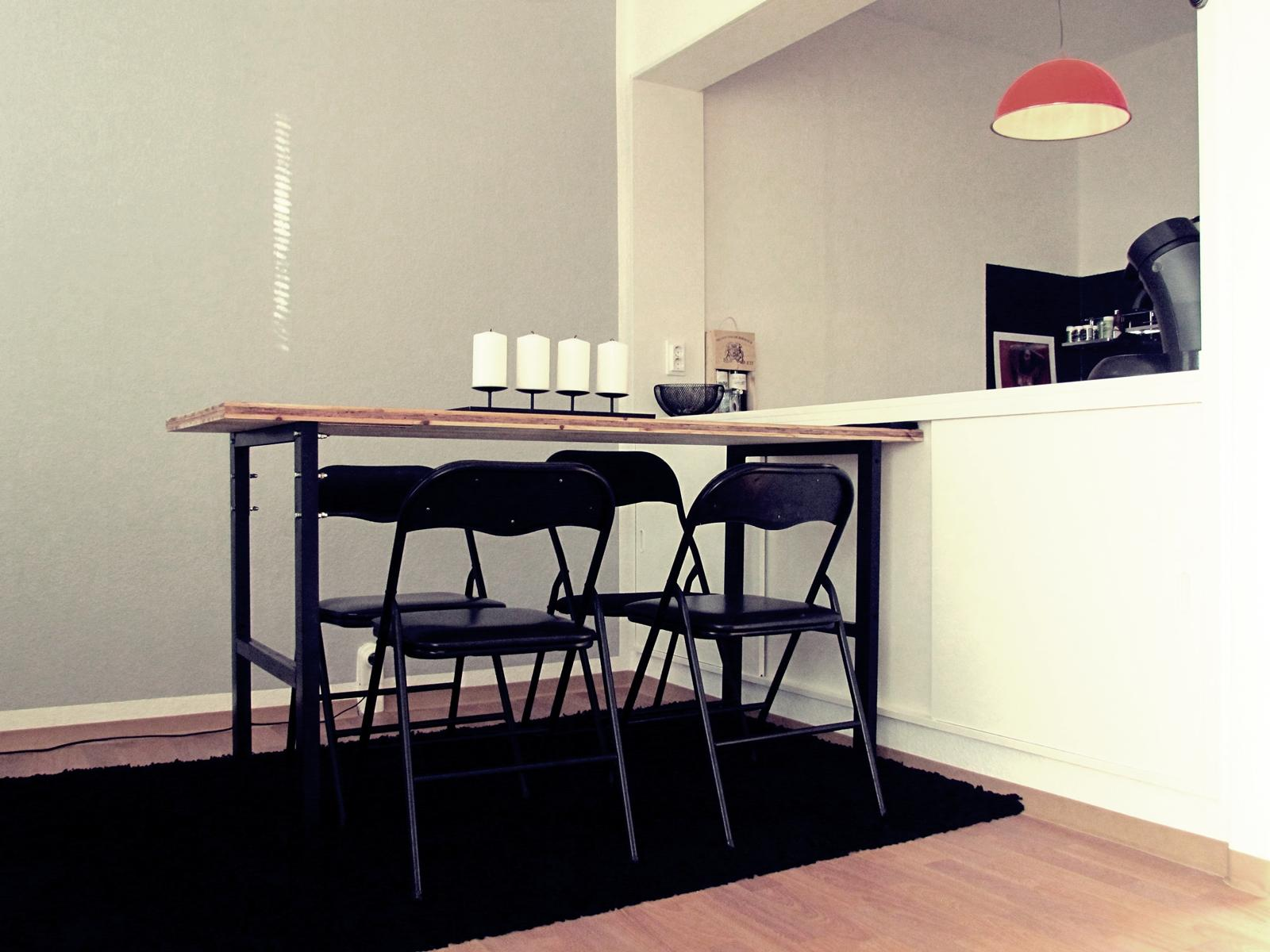 Werkbank Zum Esstisch Umfunktioniert #stuhl #klappstuhl #hängeleuchte  #industriedesign #tisch #werkbank