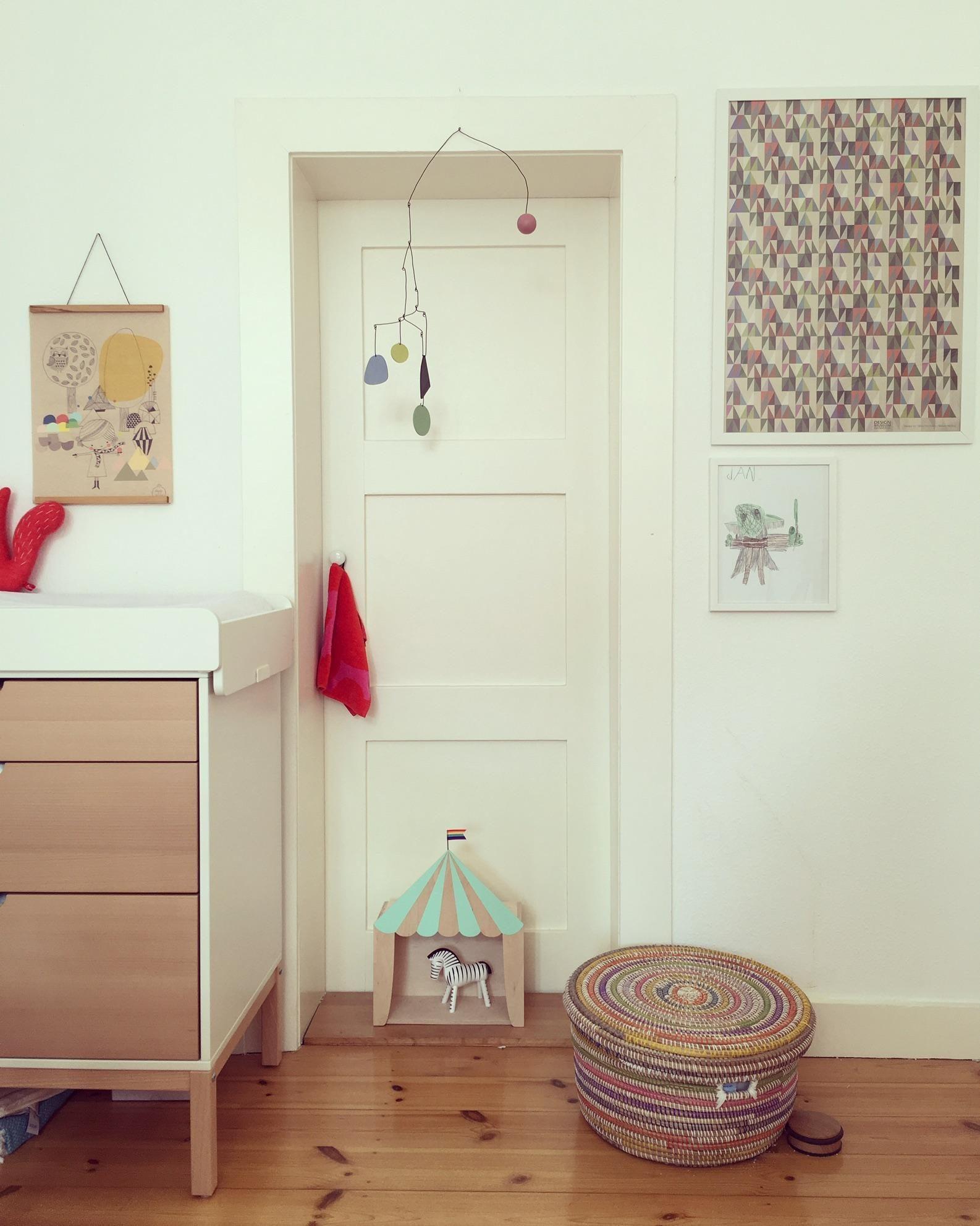 schlafzimmer berbauschr nke prinzessinen bettw sche farben f rs schlafzimmer ideen yoshi ko. Black Bedroom Furniture Sets. Home Design Ideas