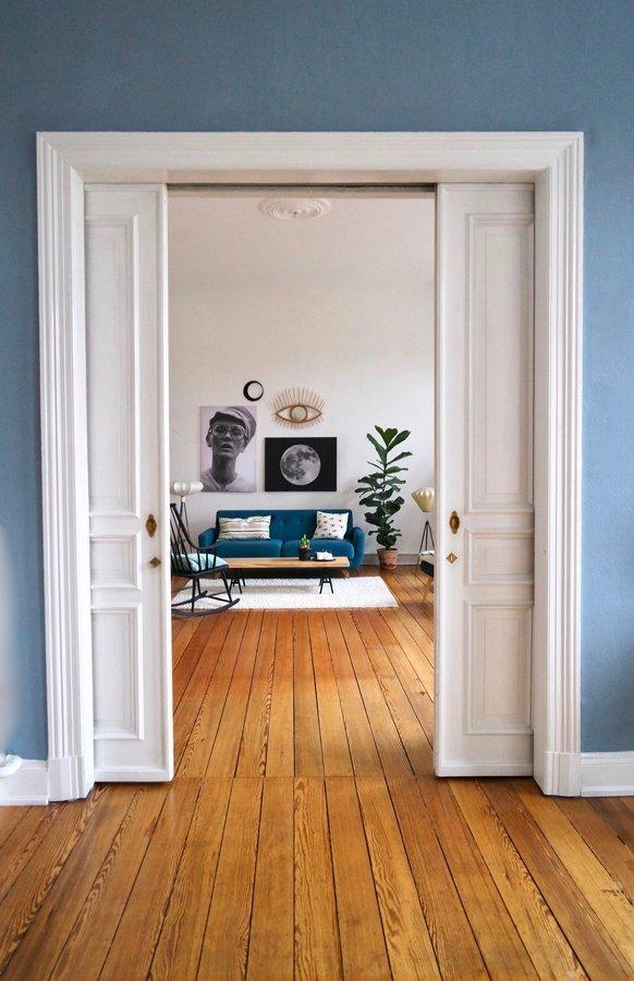 Willkommen ☘ #altbau #plants #moon #couchstyle #vintage #moon #eye #geigenfeige #woodenfloor