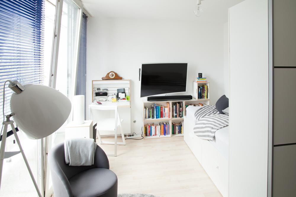 Wohn-/Schlafzimmer #wohnzimmer ©ROOMHERO • COUCH