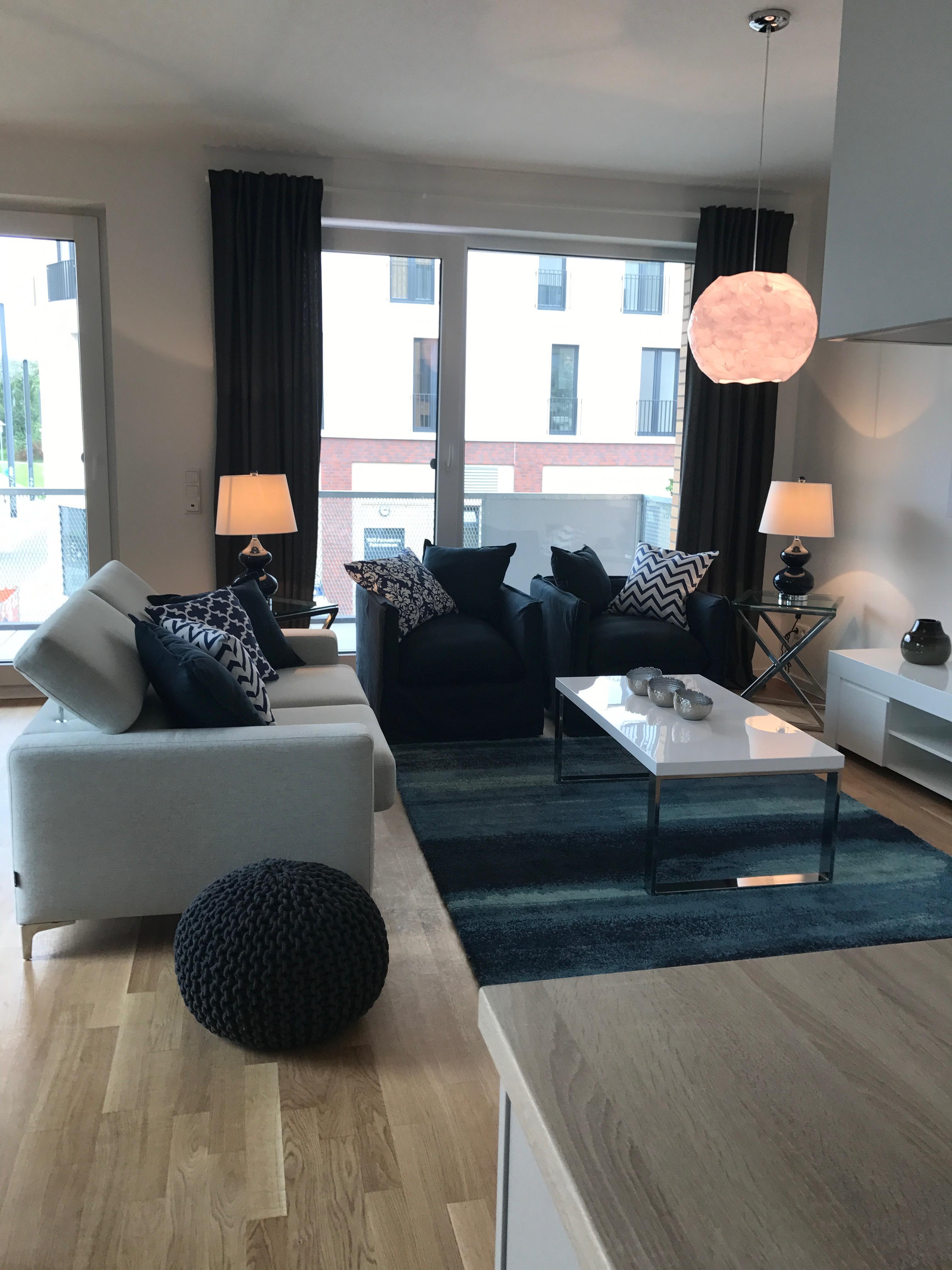 Wohnzimmer sofa schwarz  Wohnbereich Schwarz und Weiß #wohnzimmer #sofa ©Mira...