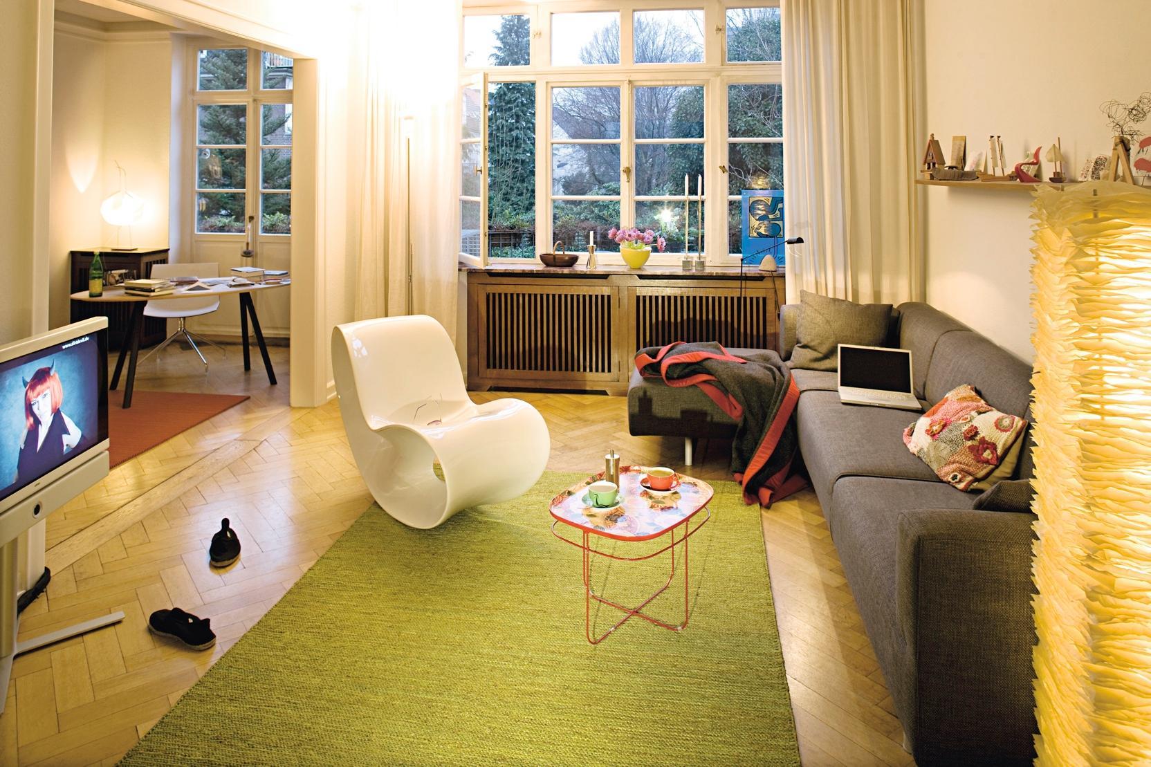 wohnen und arbeiten couchtisch teppich wohnzimmer. Black Bedroom Furniture Sets. Home Design Ideas