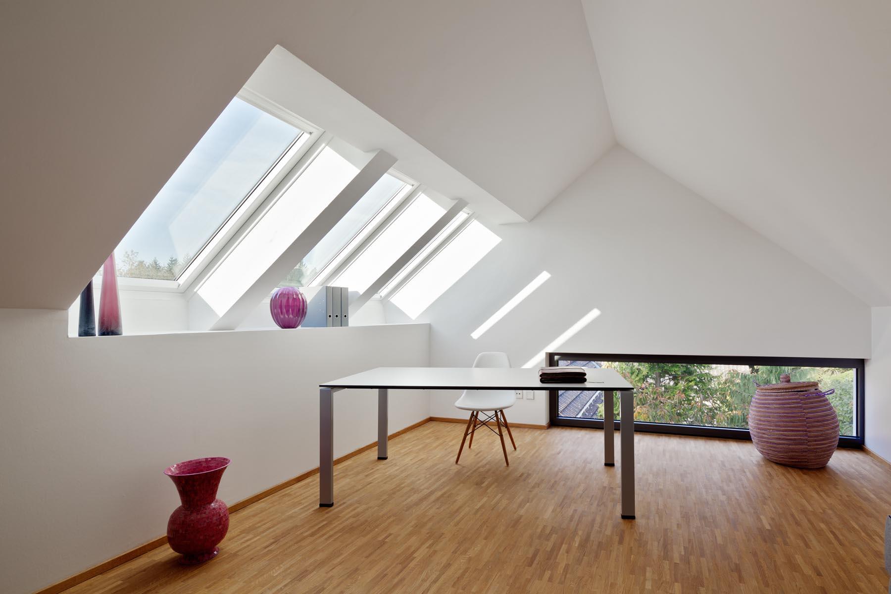 Wohnhaus mit praxis dachfenster thomas ott u couch