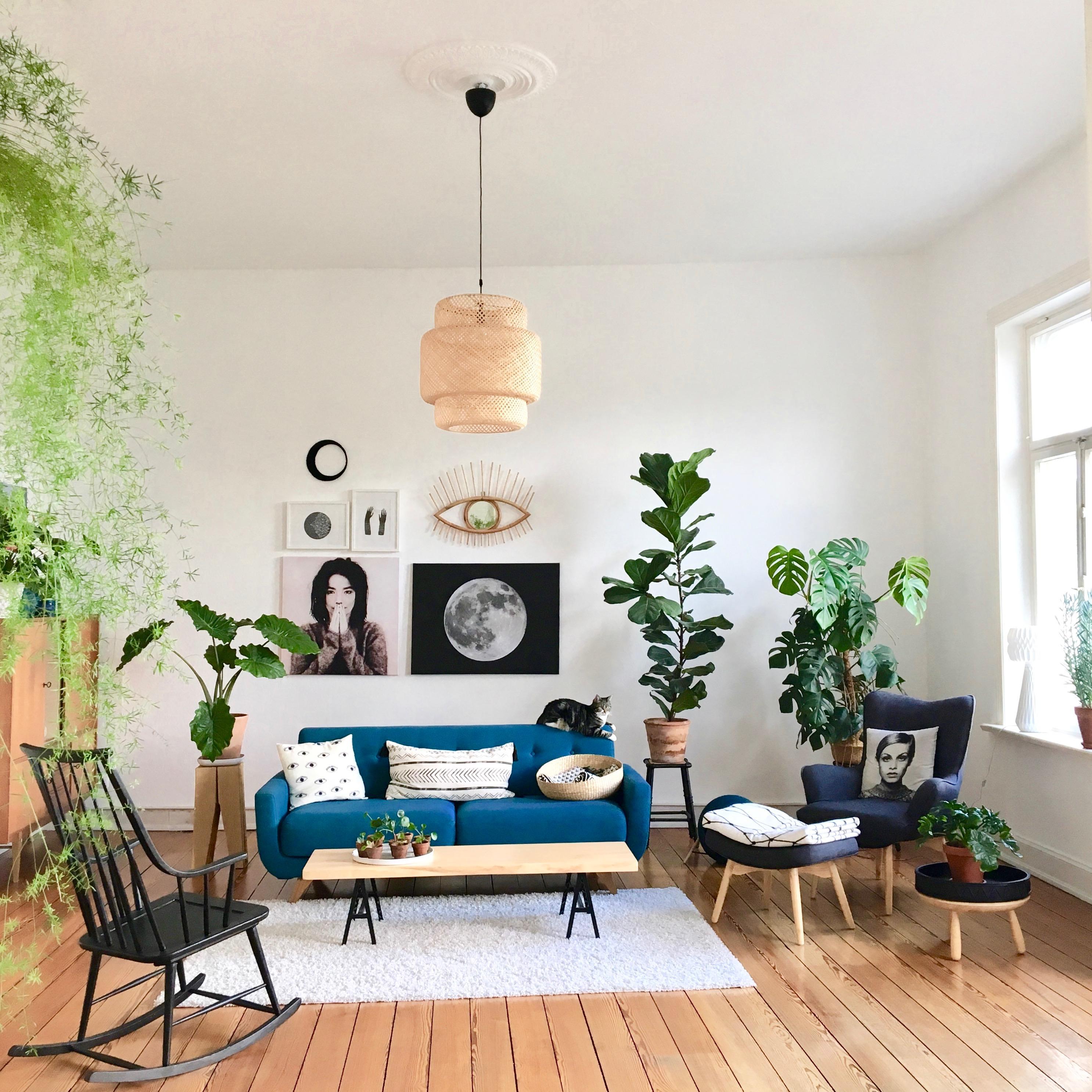 Wohnzimmer #wohnzimmer #altbau #urbanjungle • COUCH