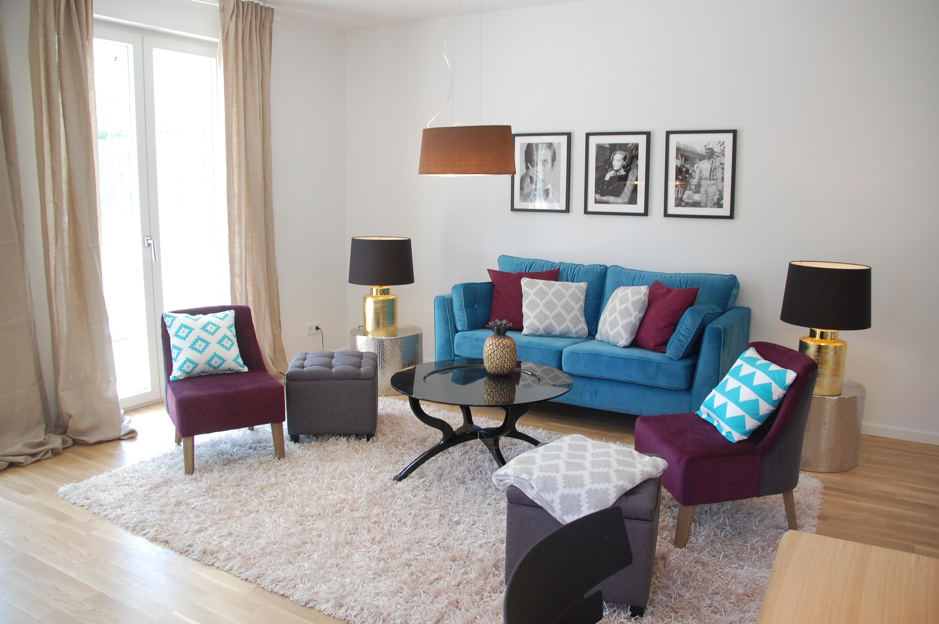 Wohnzimmer Blau und Lila #sessel #sofa ©Miracle Room...