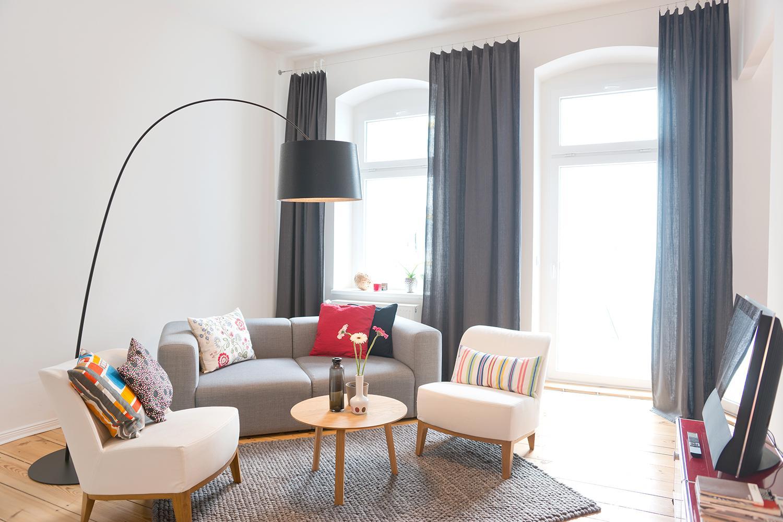 Wohnzimmer #Couchtisch #Dielenboden #Bogenlampe #Tep