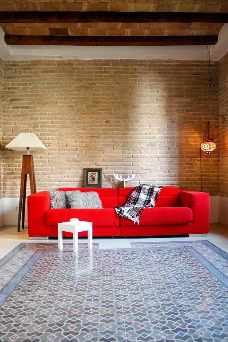 Wohnzimmer Couchtisch Ziegelwand Hngeleuchte Weissercouchtisch Orientalischefliesen CVictoria Aragons Innenarchitektur