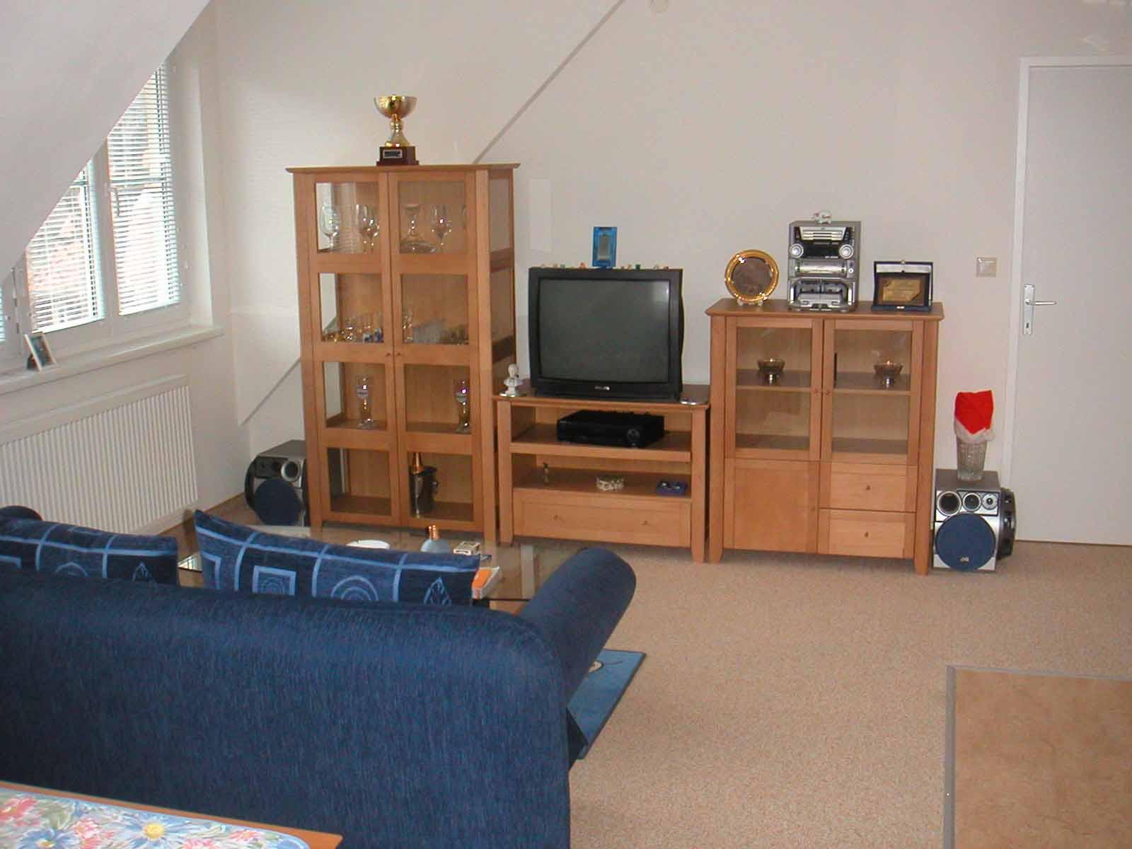 Wohnzimmer dachgeschoss wohnen holz couchstyle for Wohnzimmer dachgeschoss