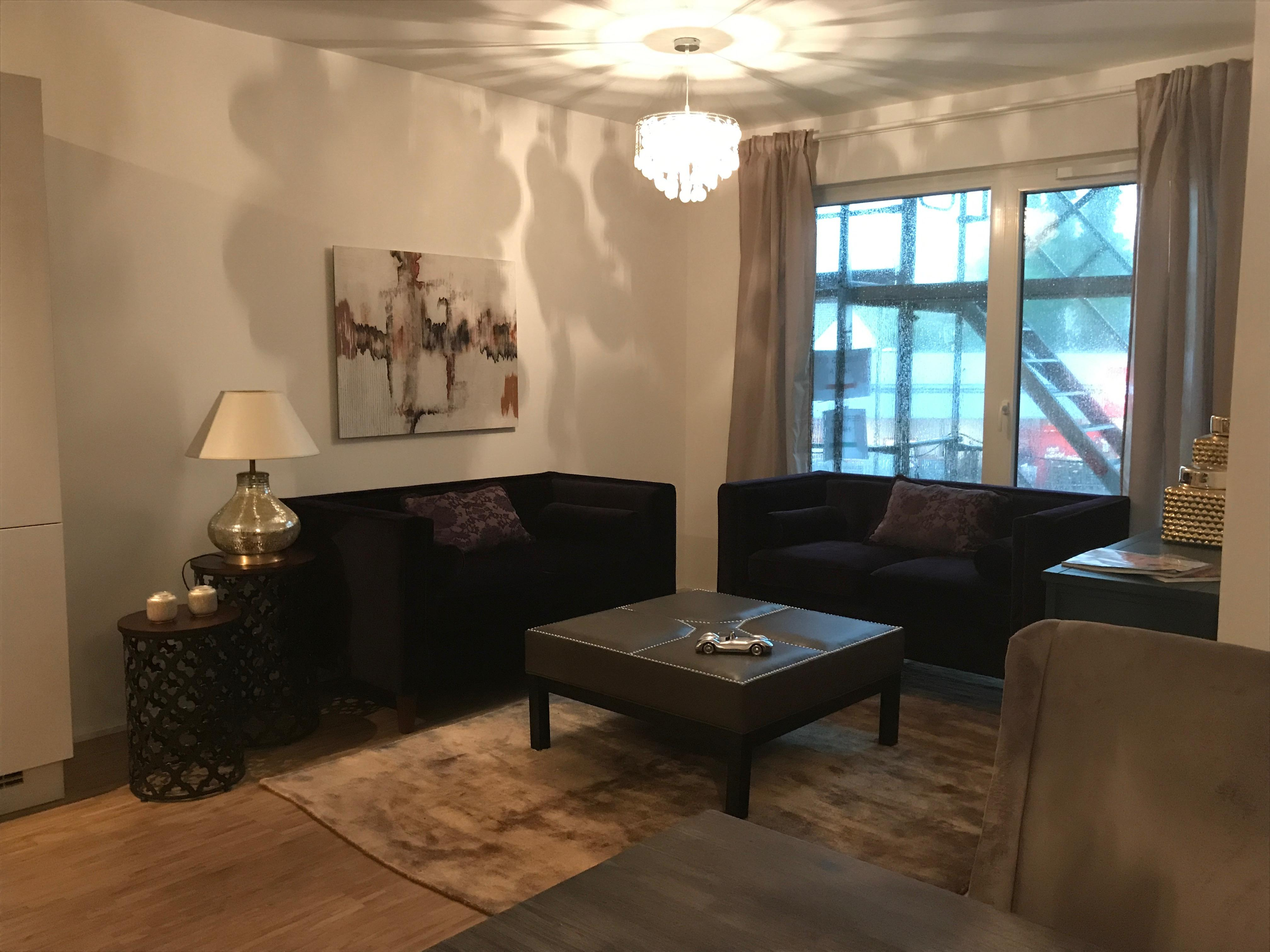 Wohnzimmer Dunkel Und Schwarz Sofa Miracle Room With Graue Couch Welche  Wandfarbe Passt.