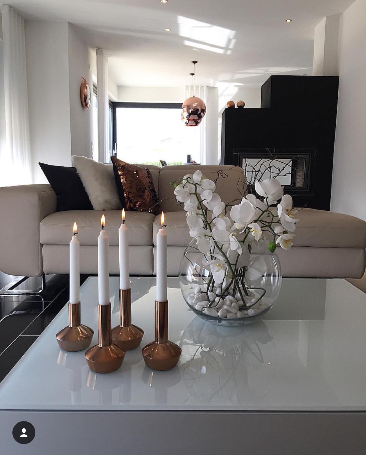 Wohnzimmer elegant in schwarz, weiß, Kupfer #kamin #...