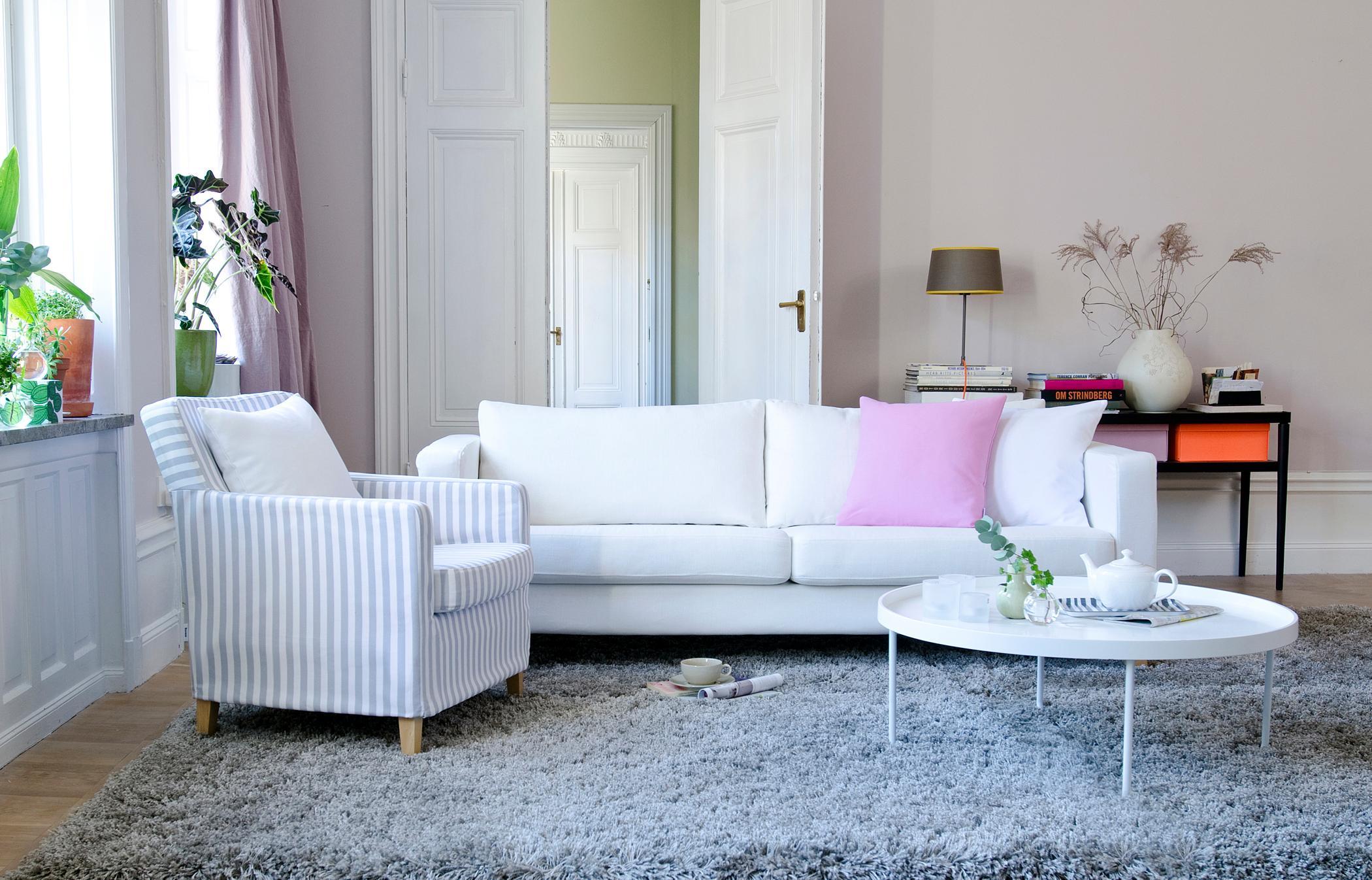 Wohnzimmer Feminin Einrichten Couchtisch Teppich Sessel Flgeltr Sofa Weissercouchtisch