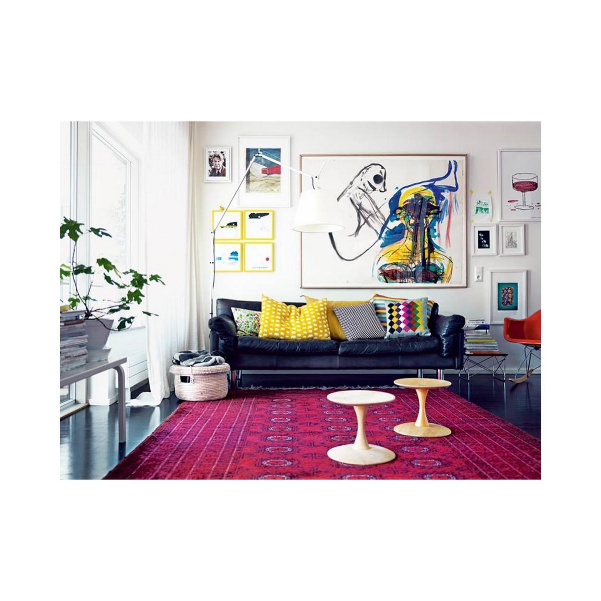 Wohnzimmer Hocker Teppich Ledersofa Pinkfarbenerteppich Sofa Bunterstuhl Weisserhocker