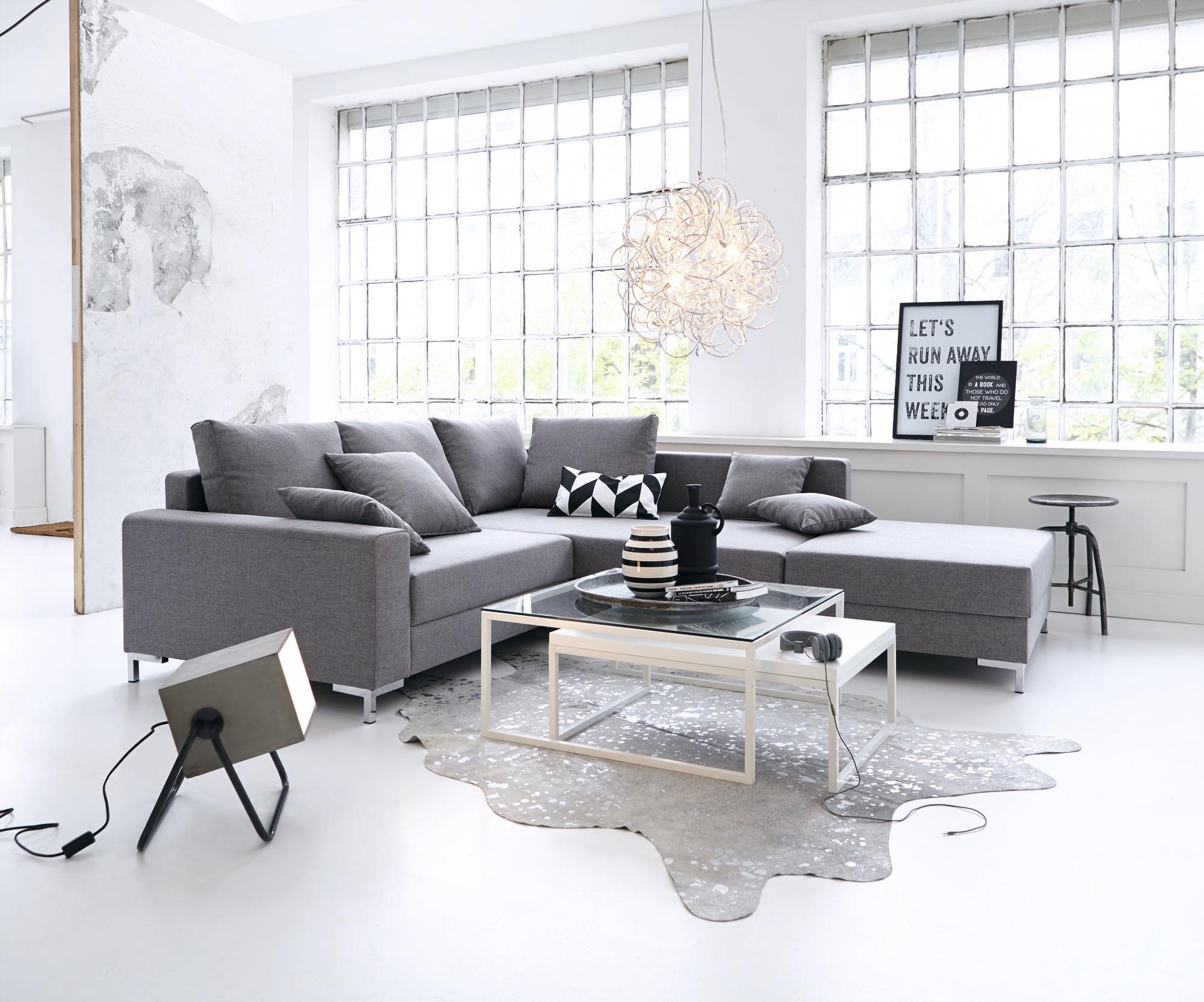 Wohnzimmer In Grau Und Weiß #couchtisch #hocker #pendelleuchte #sofa  #grauessofa #