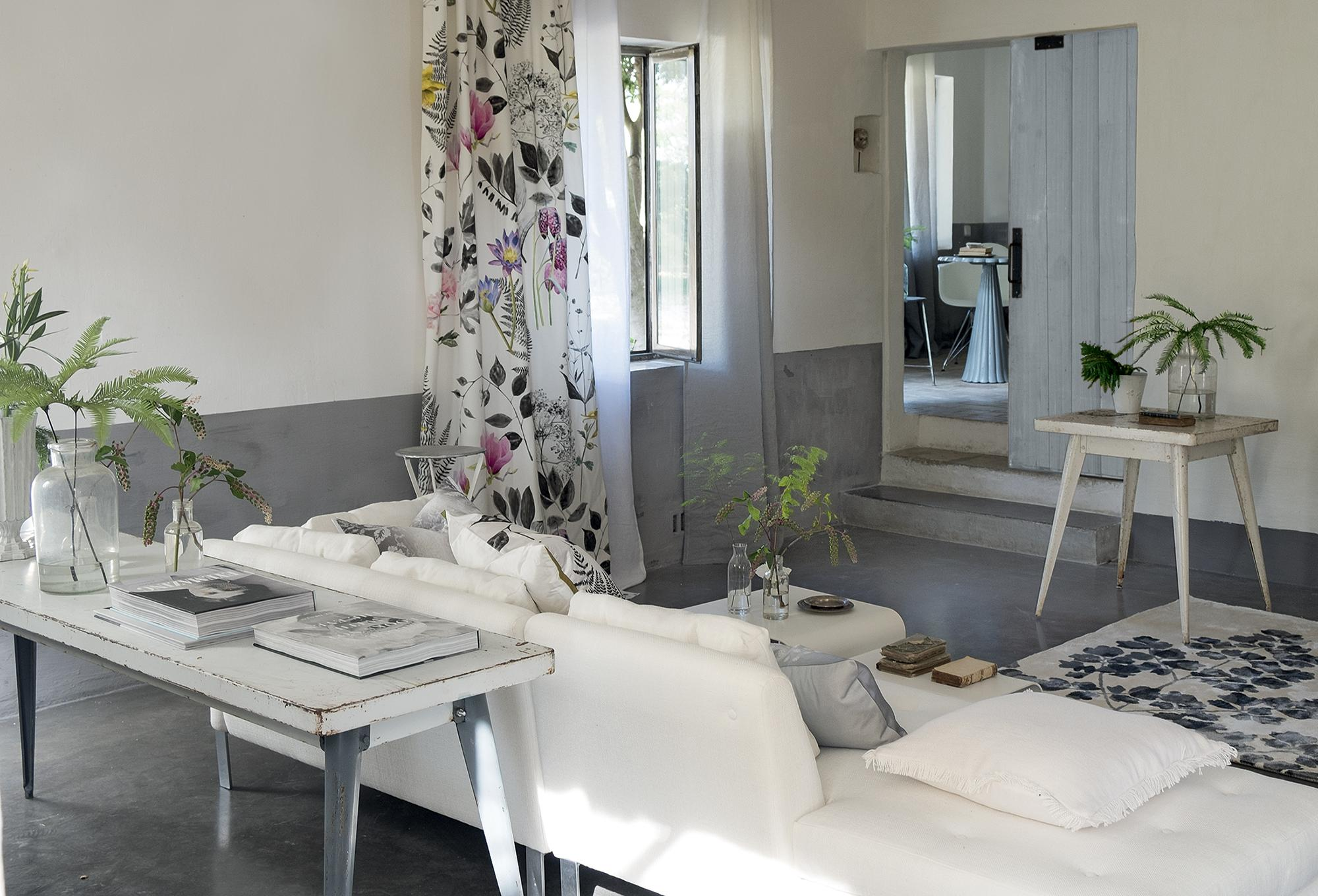 Wohnzimmer In Weiß Und Grau #wohnzimmer ©Designers Guild
