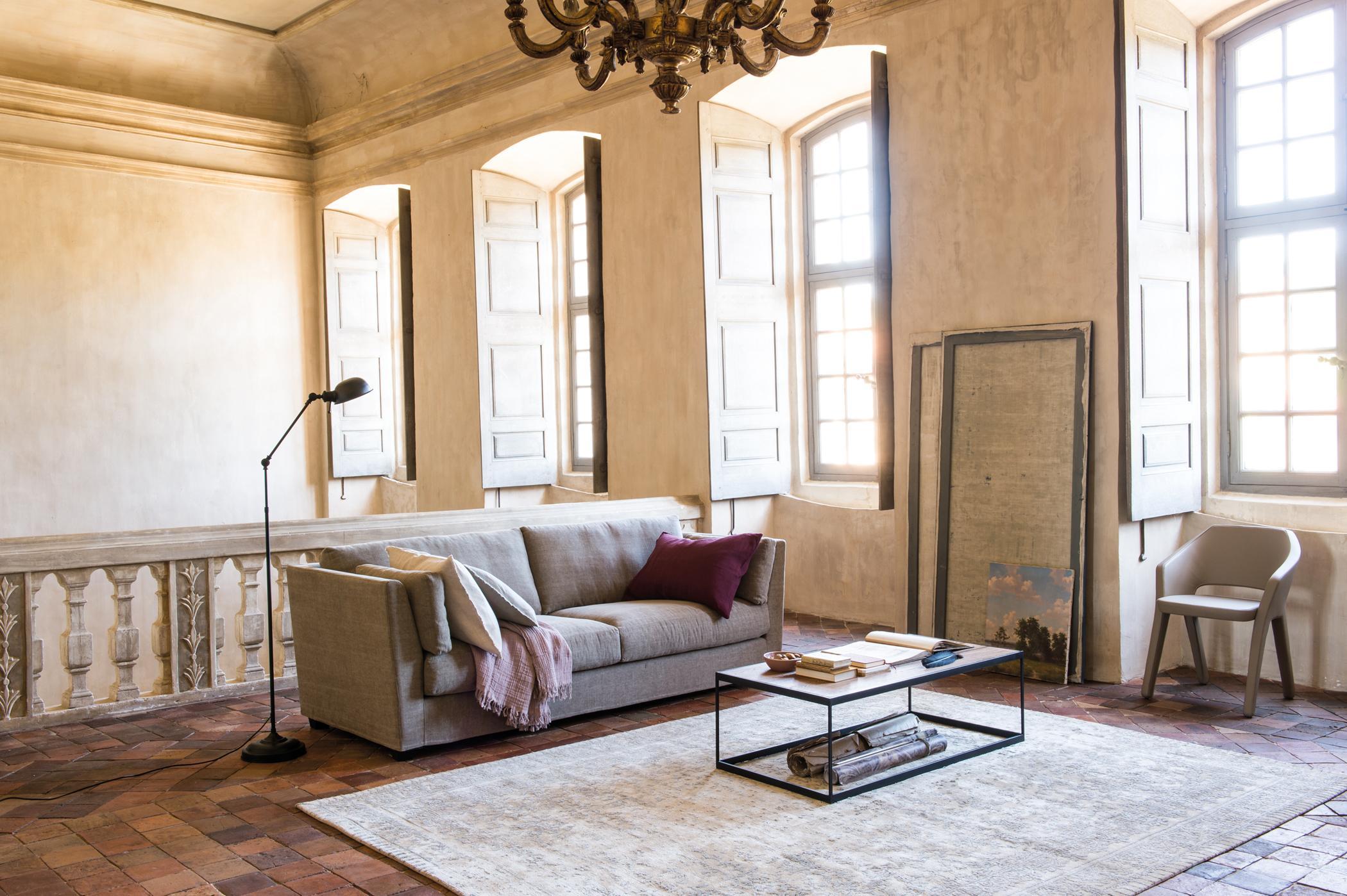 wohnzimmer mit galerie-flair #stuhl #couchtisch #tep • couchstyle, Wohnzimmer