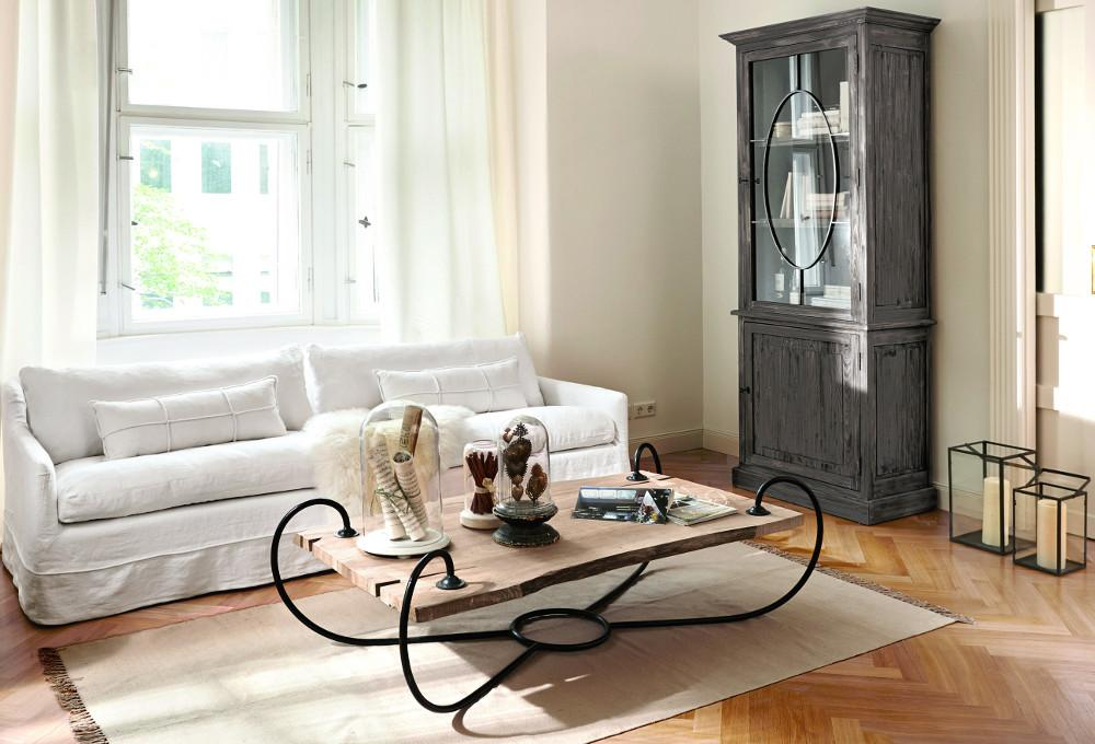 Wohnzimmer Mit Modernem Farb  Und Materialmix #couchtisch #wohnzimmer  #schrank #sofakissen #