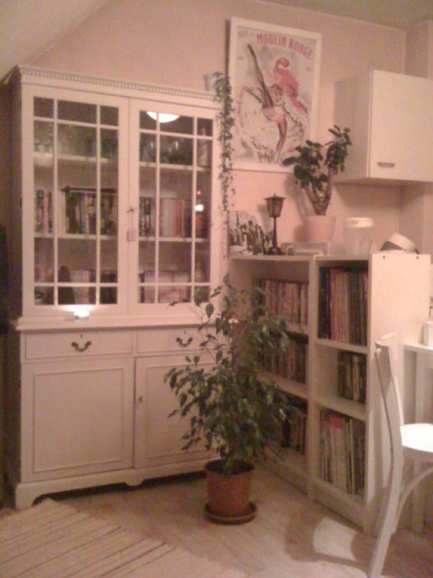 Wohnzimmer mit selbst lackierter Anrichte (von kackb...