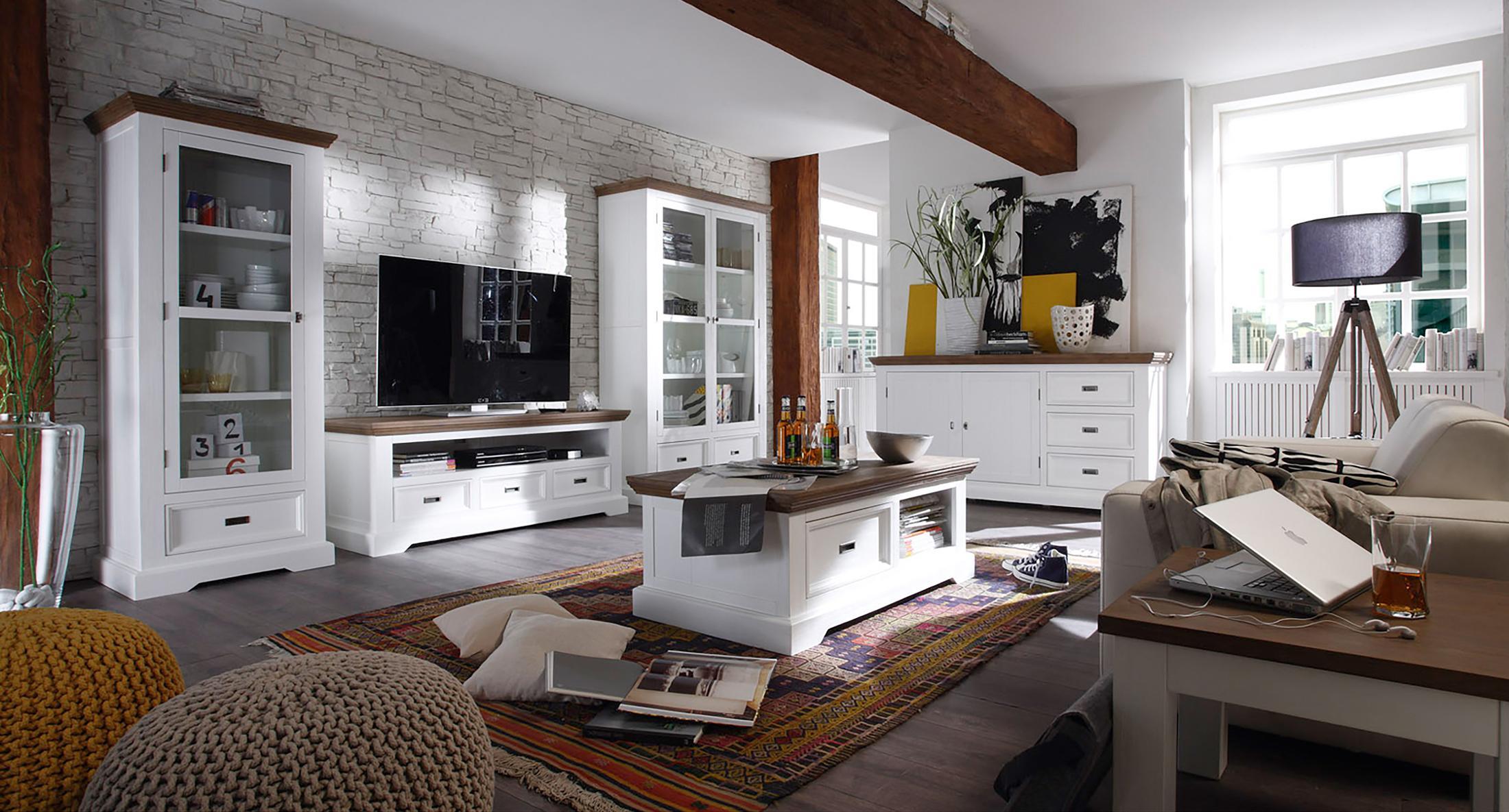 Wohnzimmer Mit Weissen Mobeln Gestalten Couchtisch Beistelltisch Teppich Schrank Sofa