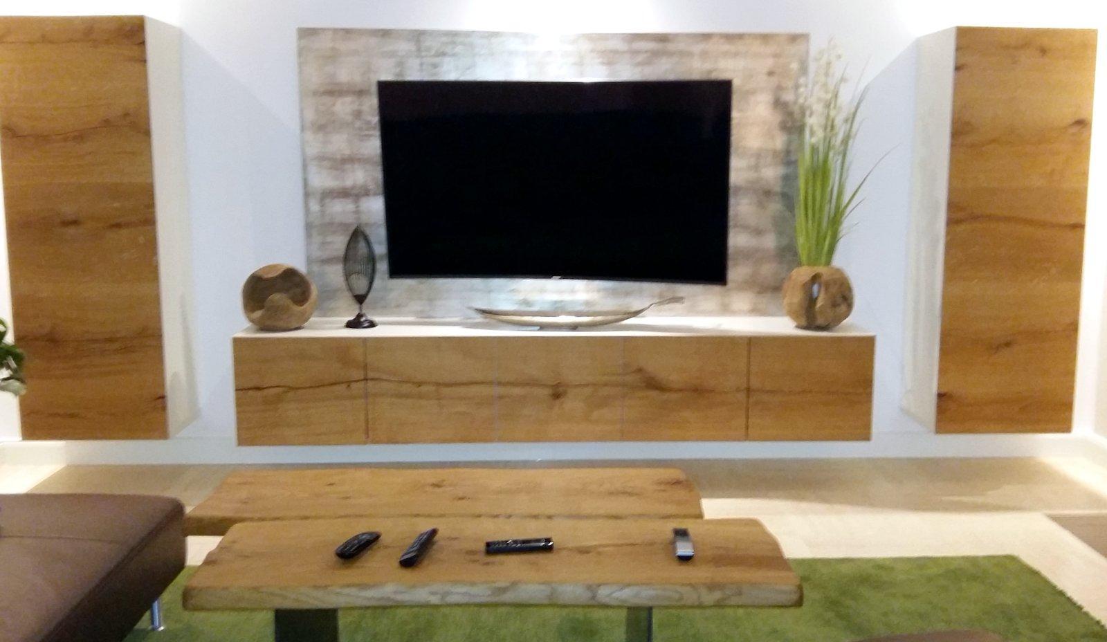 Wohnzimmer-TV Board aus Eiche, moderne TV-Rückwand m...
