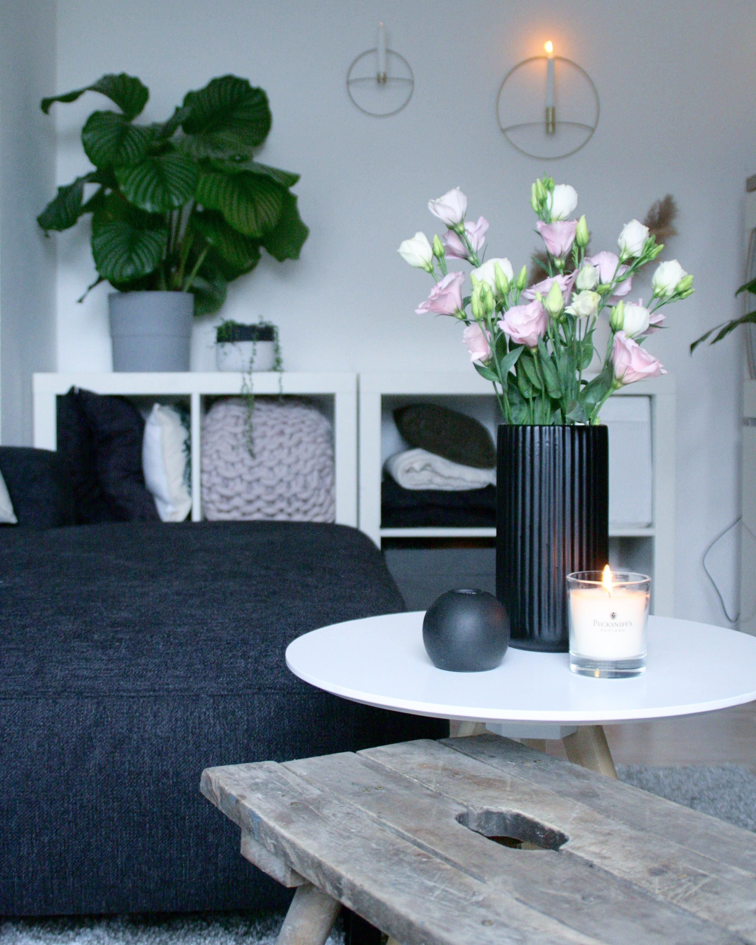 Wohnzimmer wohnen couchliebt couchstyle sofa couch wohnung urbanjungle flowers  9351604e 16d9 43e5 bd9a 310d1a372287