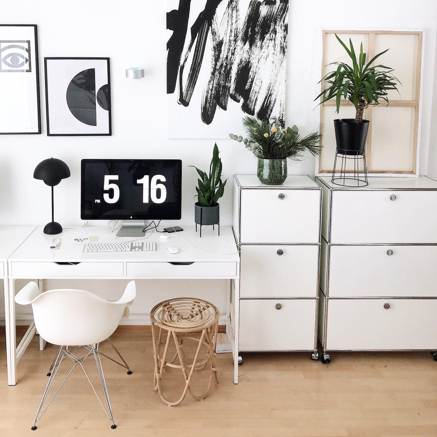 Working Space Schwarz Weiss #homeoffice #workspace #officevibes #monochrom #inspiration #schwarzweiss #wanddeko