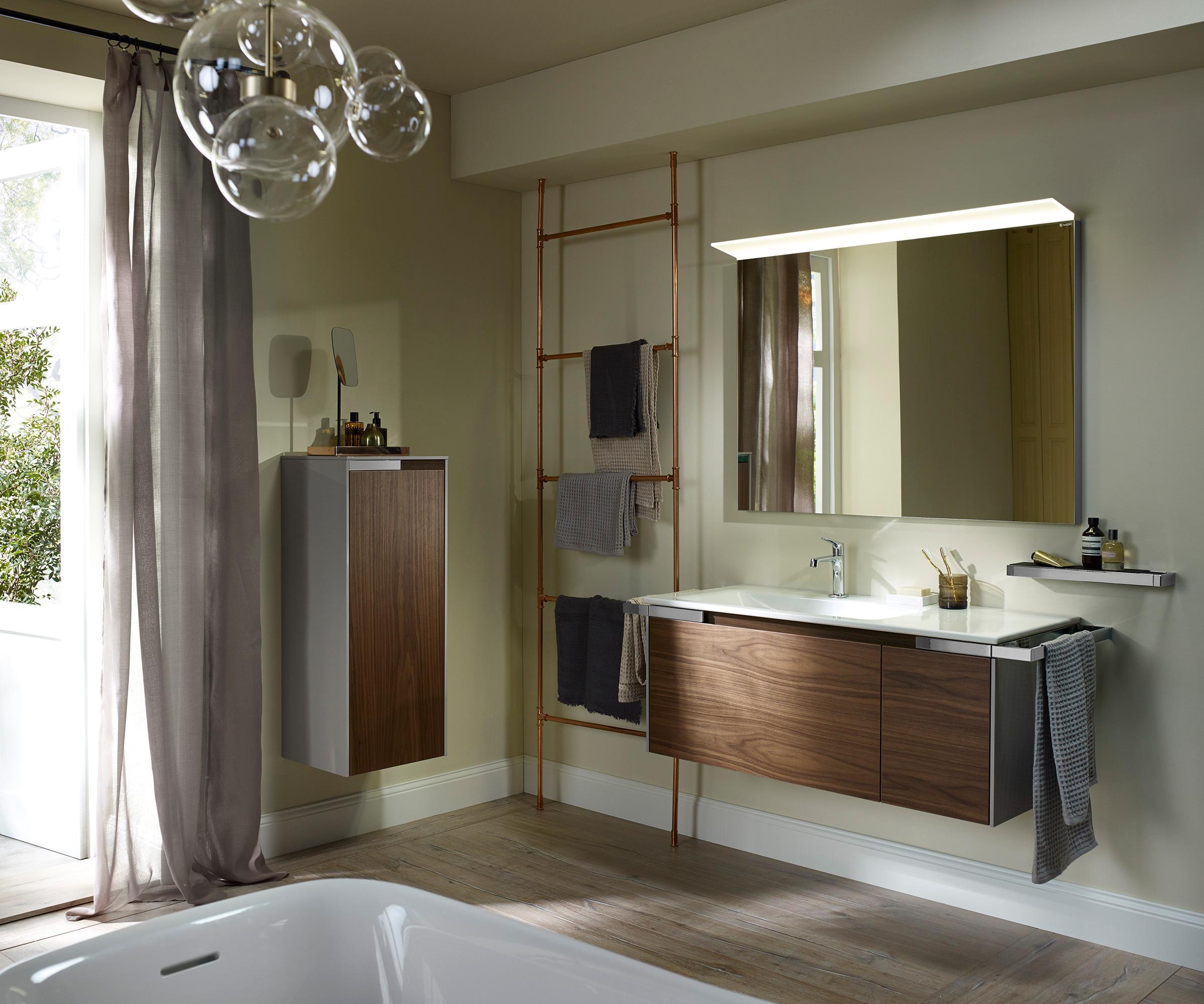 Yso in Nussbaum mit geradem Waschtisch #bad #spiegel...