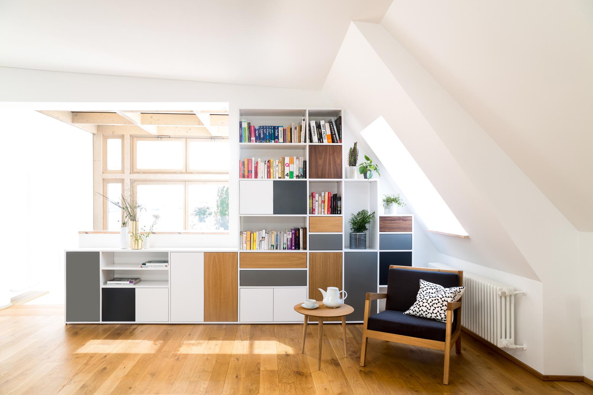 Zimmer Mit Dachschräge Gekonnt Einrichten #dachgeschoss #sideboard  #wohnwand #zimmergestaltung ©mycs