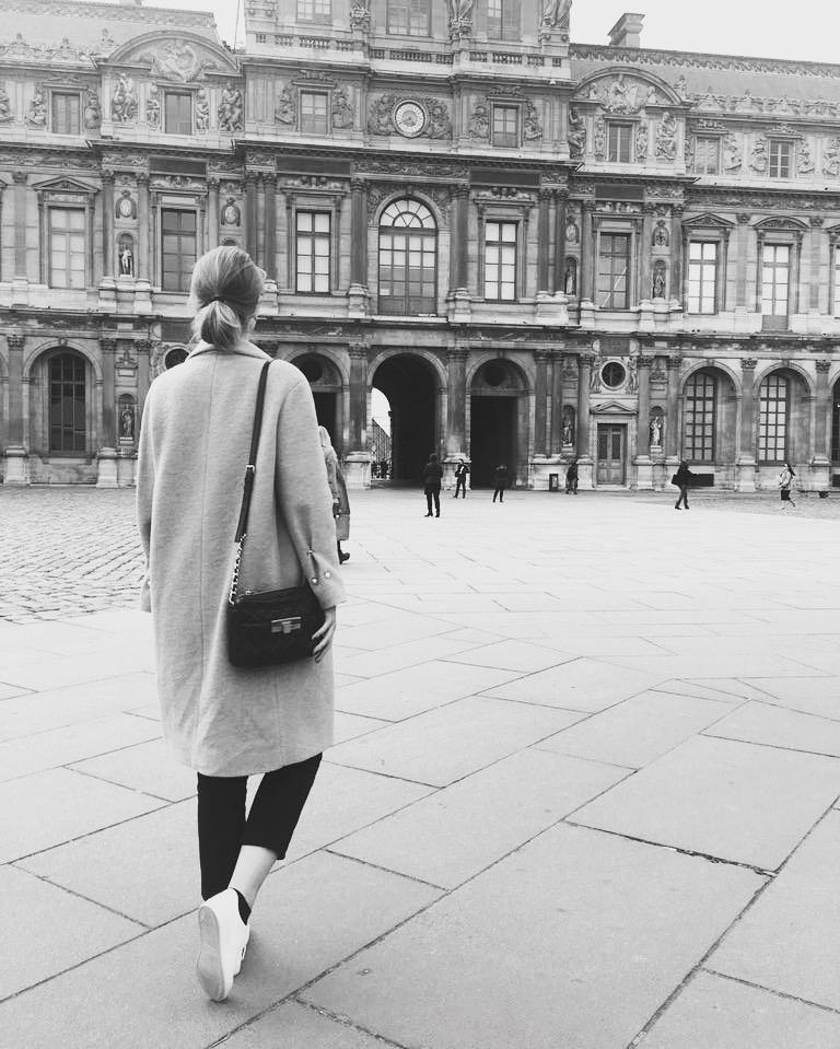 Zur Abwechslung mal ein #fashion Foto :) das war in #paris ! #fashion #outfit #travel #love #louvre #classy #city #me