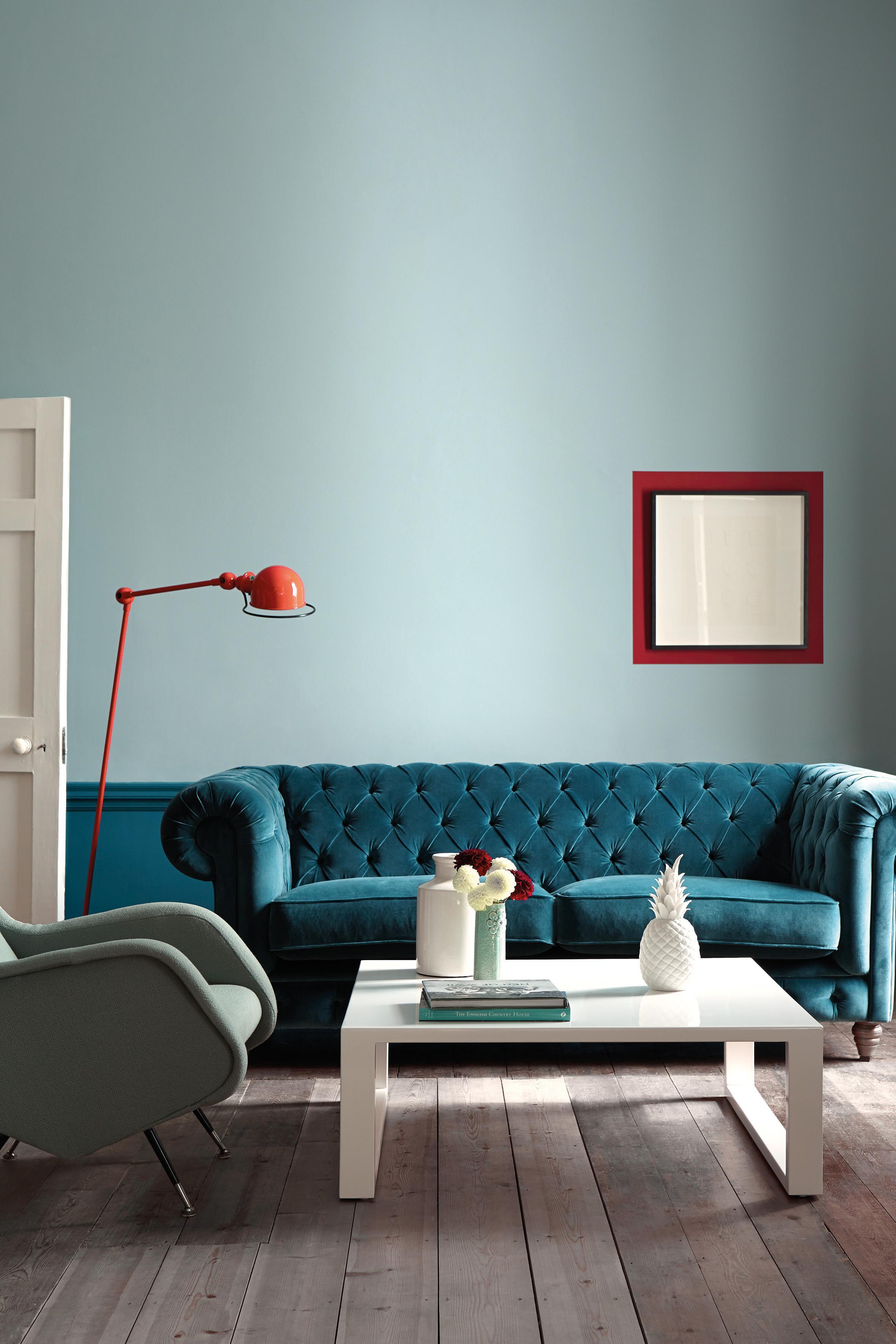 Zwei Farben Blau #couchtisch #wandfarbe #wandgestaltung #weißercouchtisch  ©Little Greene / Www